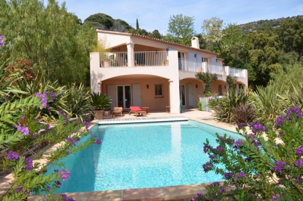 Location maison villa rayol canadel sur mer 83820 for Jardin rayol canadel